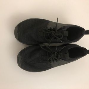 NIKE All  Black Sneakers 8